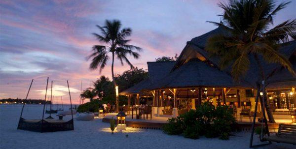 Vista exterior Naiboli Bar & restaurant al amanecer