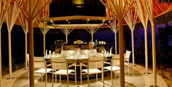 Kandolhu Jacuzzi Beach Villa: banzai restaurant
