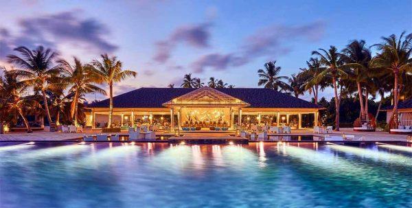 Amari Havodda: bar principal y piscina