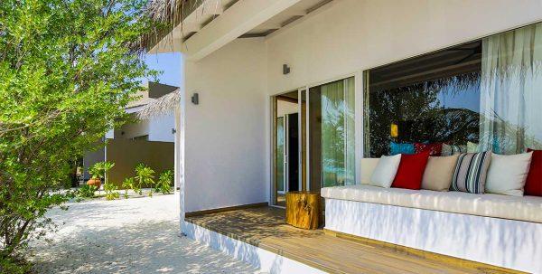 Cocoon Maldives Family Beach Villa: vista exterior de la villa