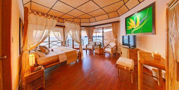 Angaga Superior Water Bungalow: habitación principal