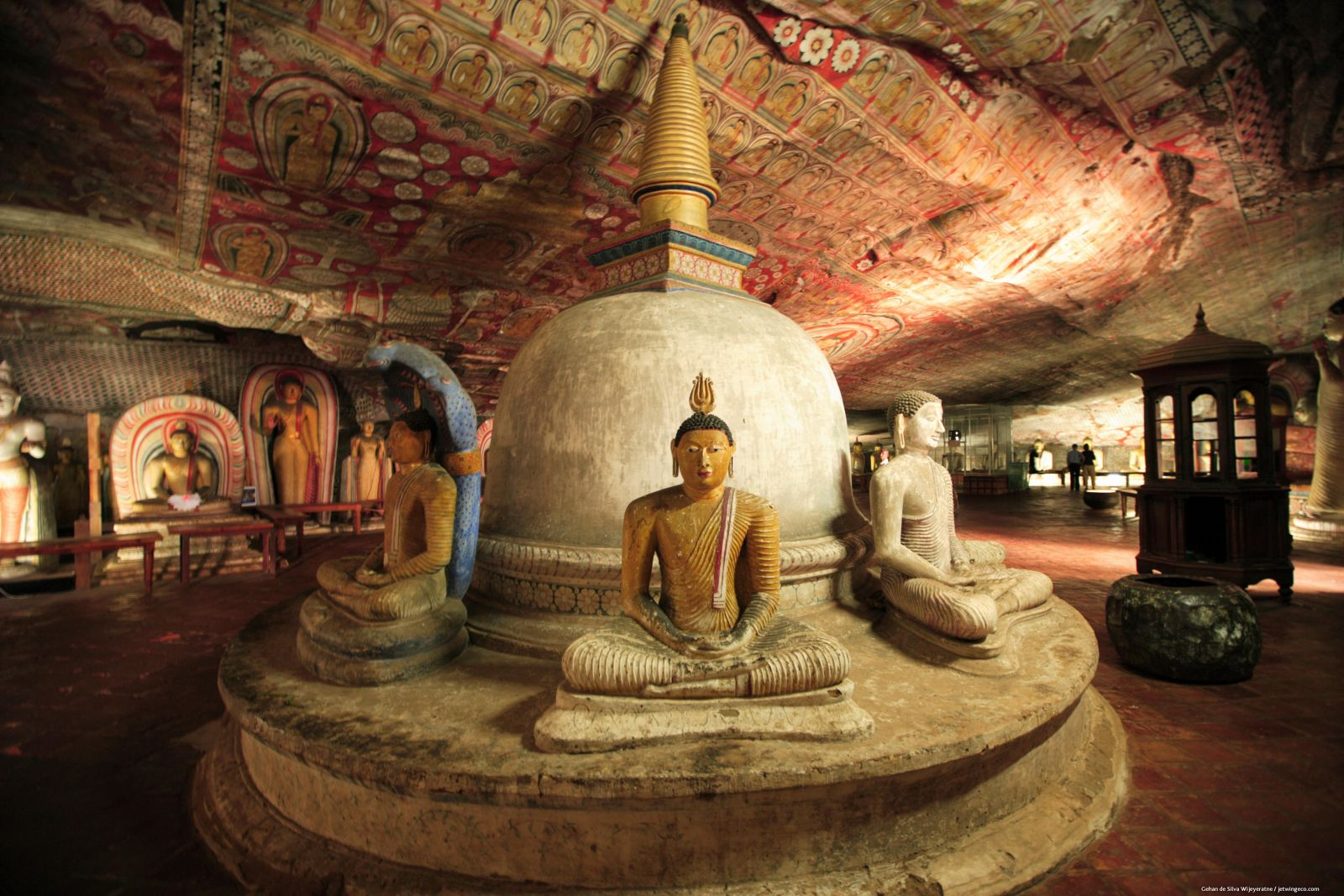 Interior del Templo en la roca e Dambulla