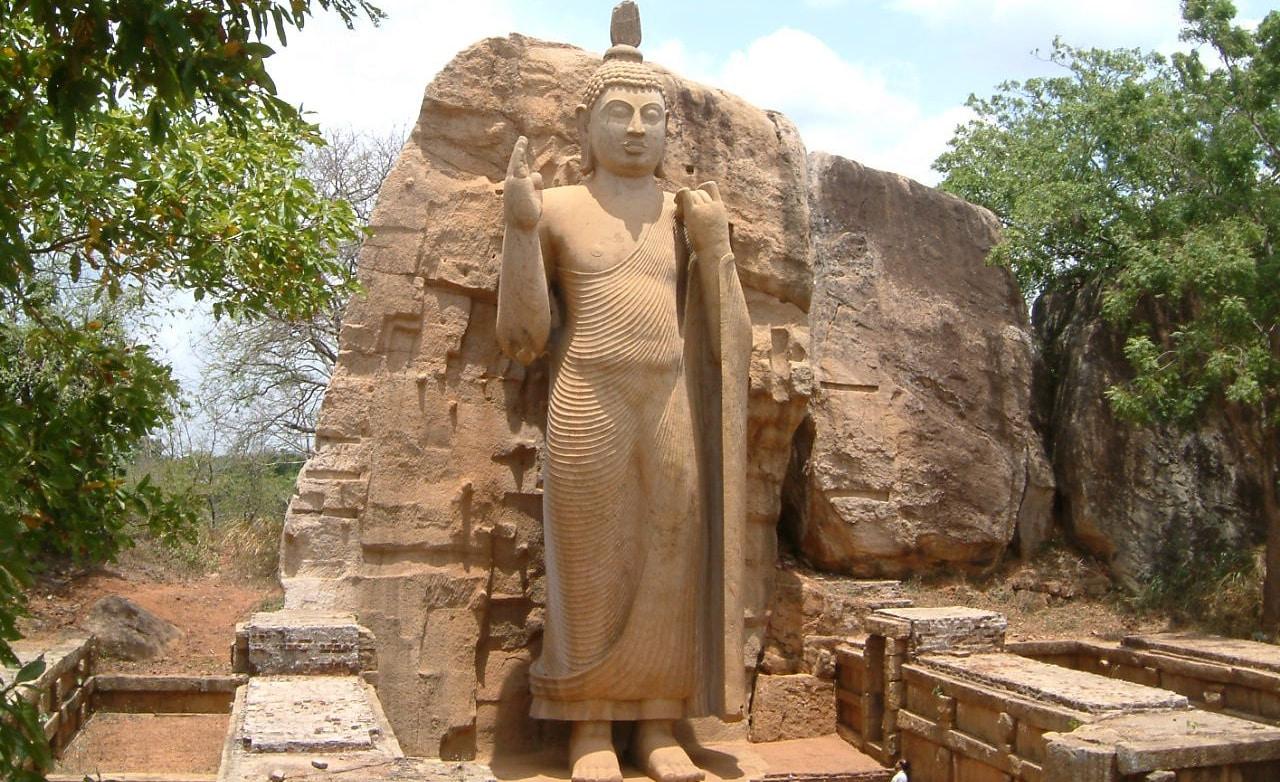 Sri Lanka estatua del Buddha gigante
