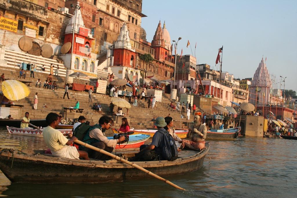 Excursión en barco en India
