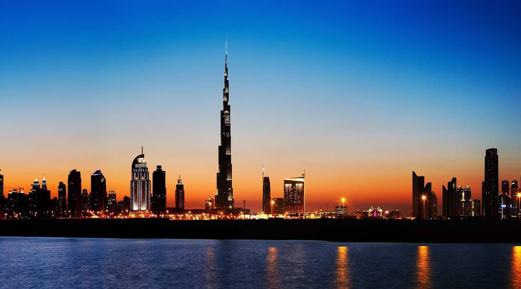 el Skyline de Dubai por la noche