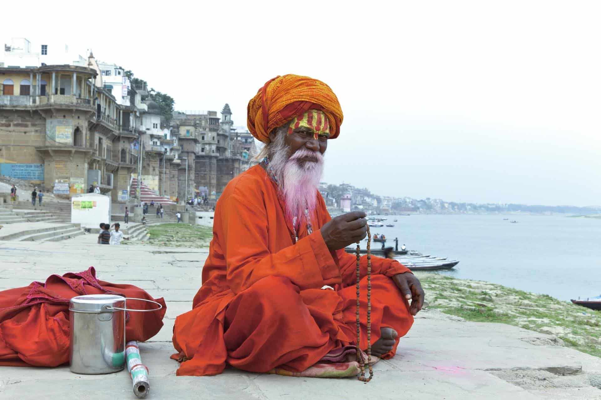 Un sadhu contemplando elmar