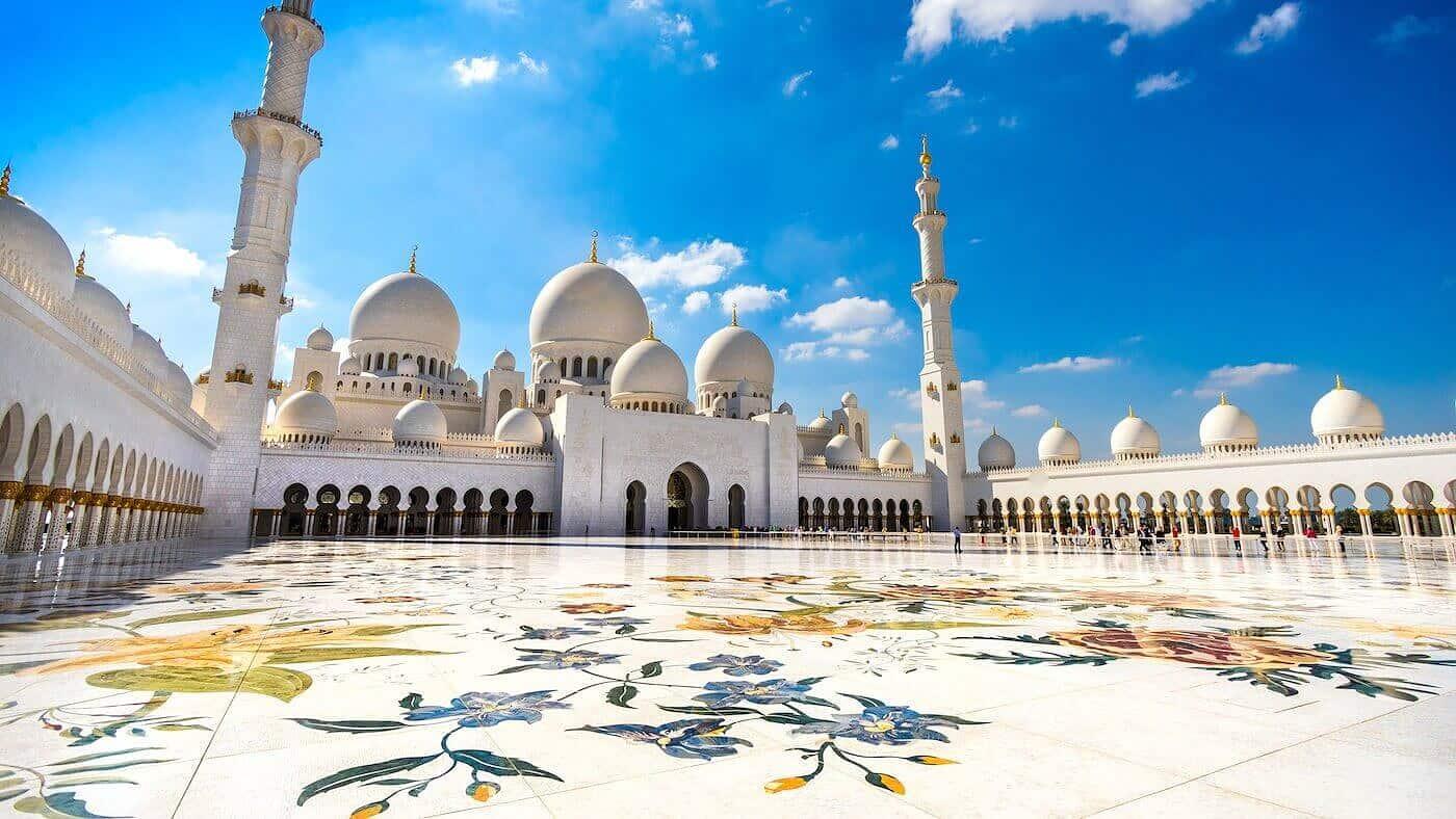 La Mezquita de Abu Dhabi en los Emiratos Árabes Unidos