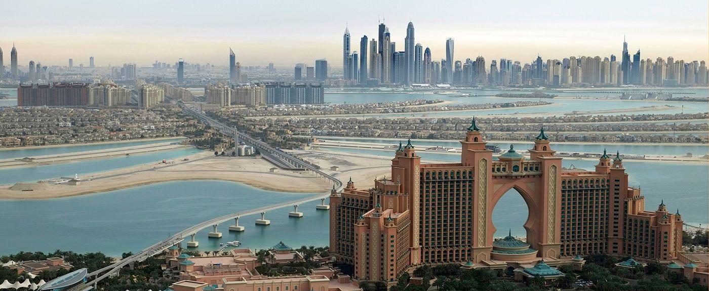 Vista aerea del Atlantis de Palm, de la palmera y de la ciudad de Dubai