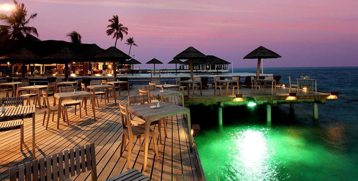 arenatours grand centara reefrestaurant