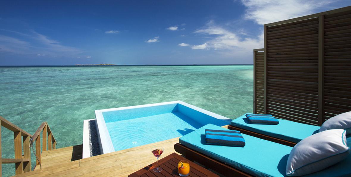 Maldive bungalow sull acqua under sea restaurant with for Piani di casa con vista sull acqua