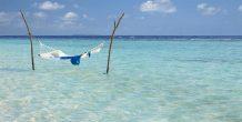 hamaca en el agua en Dusit Thani Maldives