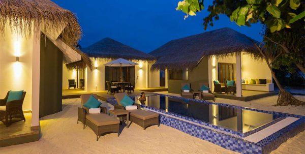 Cocoon Maldives Suite: terraza privada por lanoche