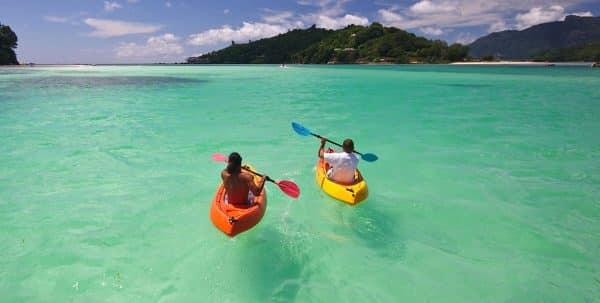 En kayak por las aguas cálidas de Seychelles