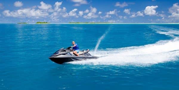 Finolhu Maldives en moto de agua
