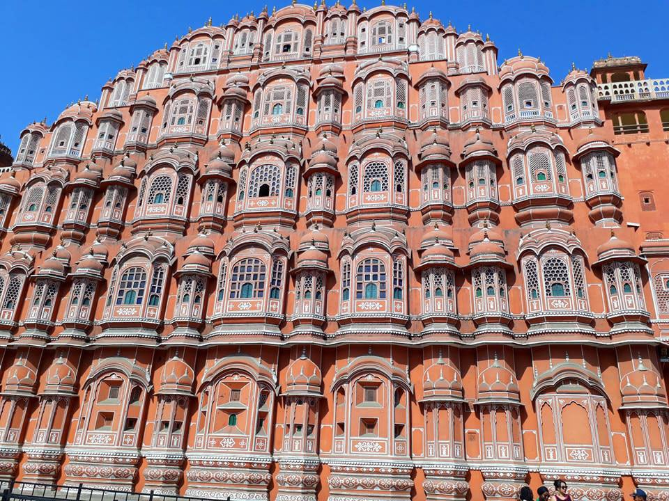 ventanas del Hawa-Mahal en la ciudad de Jaipur en India