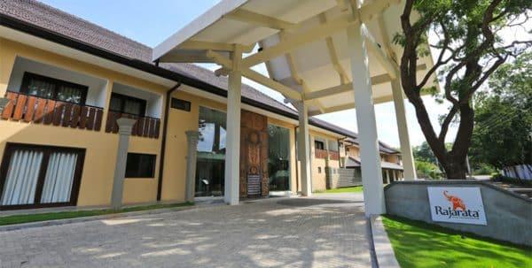 Entrada al Rajarata Hotel Sri Lanka