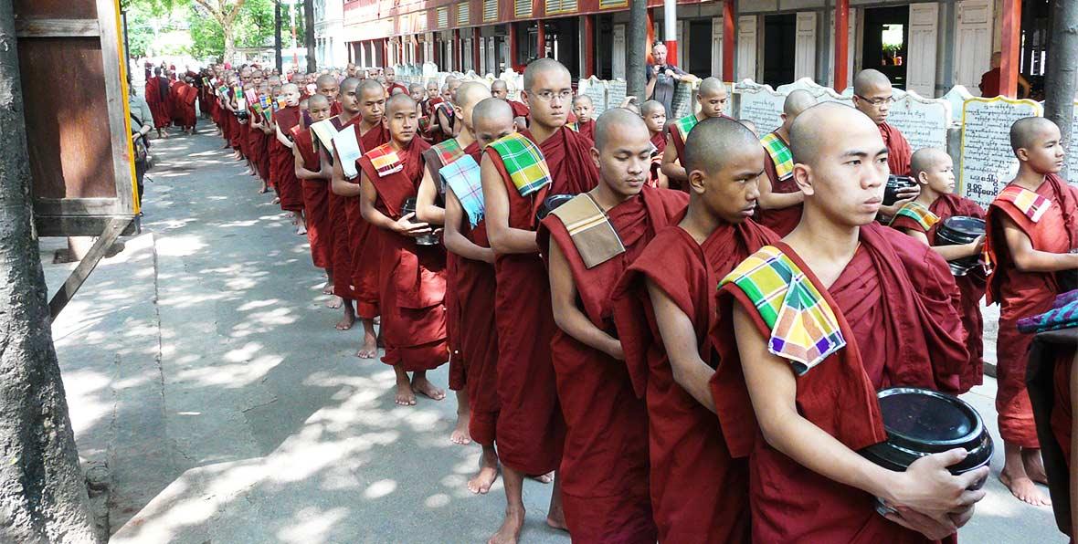 viajes a Myamar: monjes birmanos
