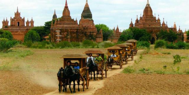 viaje a birmania: excursion en coche de caballos en bagon